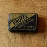 """Flickzeug Blechdose """"PROTEX"""" orig. 50er Jahre, 59 x 42 x 17 mm, ohne Inhalt"""