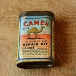 """Flickzeug Blechdose """"CAMEL"""" orig. 50er Jahre, 88 x 56 x 28 mm, ohne Inhalt"""
