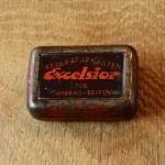 """Flickzeug Blechdose """"EXCELSIOR"""" orig. 20er Jahre, 59 x 41 x 19 mm, ohne Inhalt"""