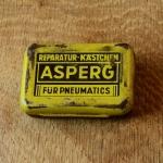 """Flickzeug Blechdose """"ASPERG"""" orig. 50er Jahre, 60 x 41 x 15 mm, ohne Inhalt"""