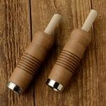 Holzgriffe,  genutet, hellbraun gebeizt, mit Dübelklemmung, 22mm, 100mm lang