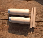 Holzgriffe, genutet, unlackiert, mit Dübelklemmung, 22mm, 100mm lang