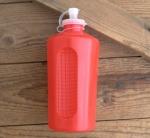 Trinkflasche, DDR, orig. 70/80er Jahre, rot, ohne Aufdruck,  Kunststoff, orig. Altbestand, NOS