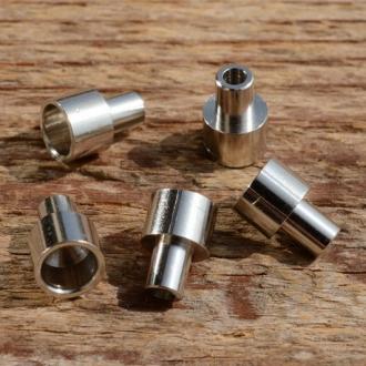 Abschlußhülse / Endkappe, D=7.0/5.4/4.0mm L=10mm, Bohrung 2.5mm, abgesetzt, Messing vernickelt