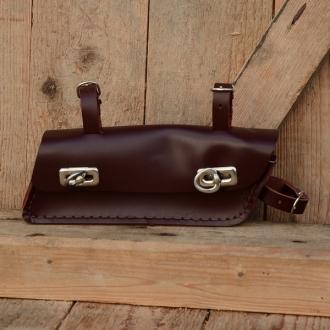 Werkzeugtasche, Leder, rotbraun, Trapezform, Beschläge vernickelt, passend für viele Herrenfahrradklassiker