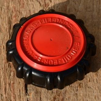 Tankdeckel  f. Tankstutzen mit Gewinde, ca. 52mm, schwarz-rot, Kunststoff, orig. 60-80er J.