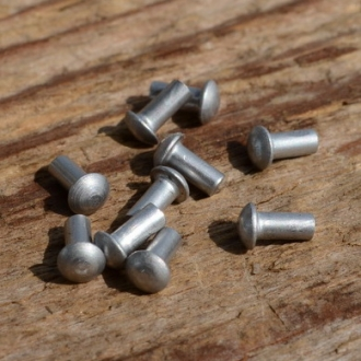 Aluminium- Niet, D=3.2/2.0mm L=4mm, ideal zur Befestigung von Emblemen