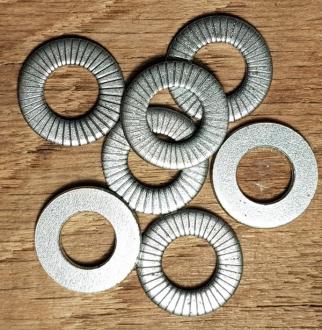 Unterlegscheibe für Nabe mit max. 10,5 mm Achse, einseitig geriffelt für besseren Halt, verzinkt, D: 20 / 10,5 mm, 1 Stück