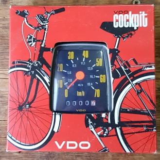 """Tachometer """"VDO Trio 70"""", NOS, schwarz, ca. 78 x 90 mm,  je nach mont. VDO Antreiber  f. 20""""-28"""" passend"""