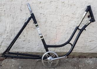 Fahrradrahmen,  Damenausf., schwarz, 28 Zoll,  RH=52cm, 60er J., incl. Glockentretlager, ungefahren !
