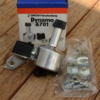 Dynamo UNION 6701, orig. Altbestand 60-80er Jahre, 6V/3W, incl. Halterung, Rechtsläufer