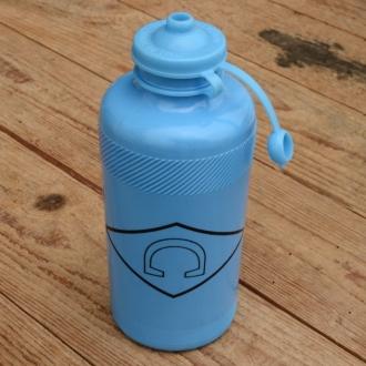 "Trinkflasche "" C "", hell blau, Kunststoff, orig. Altbestand"