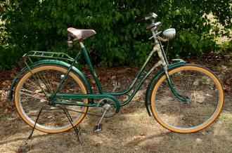 """Damenfahrrad, """"HERMES"""", 50er Jahre, grün, gold liniert, Strahlenkopf cremeweiss RH: 56 cm, 26 Zoll, Originalzustand"""