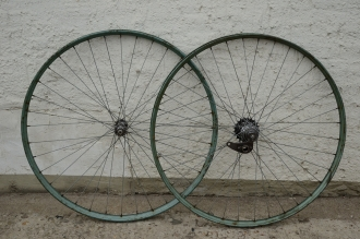 """Laufradsatz Drahtfelge, 28"""" x 1,75,  türkis, weiss-dunkelgrün, F+S  Nabe 50er J. verchromt, vorn F+S Nabe"""