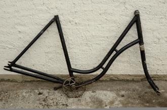 "Fahrradrahmen ""Horizont"",  Damenausf., 28 Zoll , RH=56cm, orig. 20/30er J., incl. Gabel,  u. Tretlager"