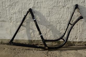 "Fahrradrahmen  ""GÖRICKE"",  Damenausf., schwarz, rot/weiss, 28 Zoll,  RH=55cm, 60/70er J., ohne Gabel u. Tretlager"