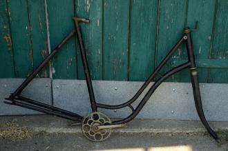 """Fahrradrahmen  """"NAUMANN"""",  Damenausf., schwarz, 26 Zoll ,  RH=56cm, 30er J., incl. Gabel u. Tretlager"""