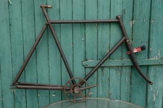"Fahrradrahmen , rarer früher  ""Halbrenner"",  Herrenausf., schwarz , 28 Zoll,  RH=62cm, 10er Jahre., incl. Gabel u. Tretlager, li. Kurb. fehlt"