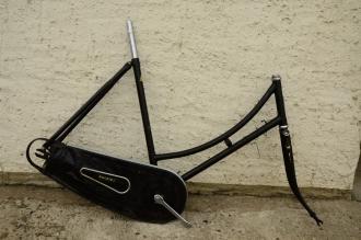 "Fahrradrahmen ""Raleigh"", 50er Jahre, 28 Zoll, Rahmenhöhe = 56 cm, Originallack, Kettenschutz beschädigt"